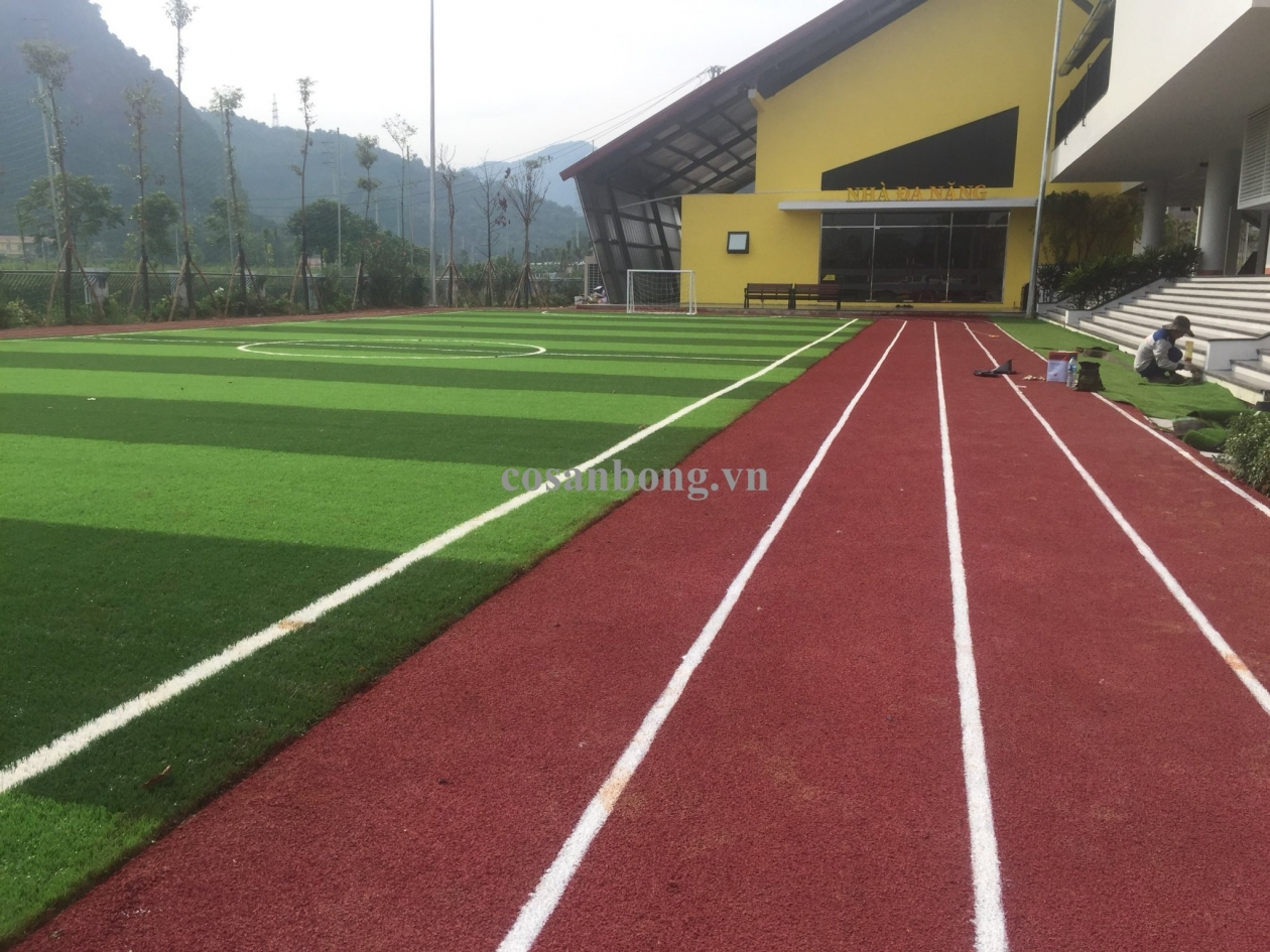 AFD Grass thi cong san co nhan tao va duong chay truong MN Hoa Da Hop - Hoa Binh _00000 → Công ty AFD grass