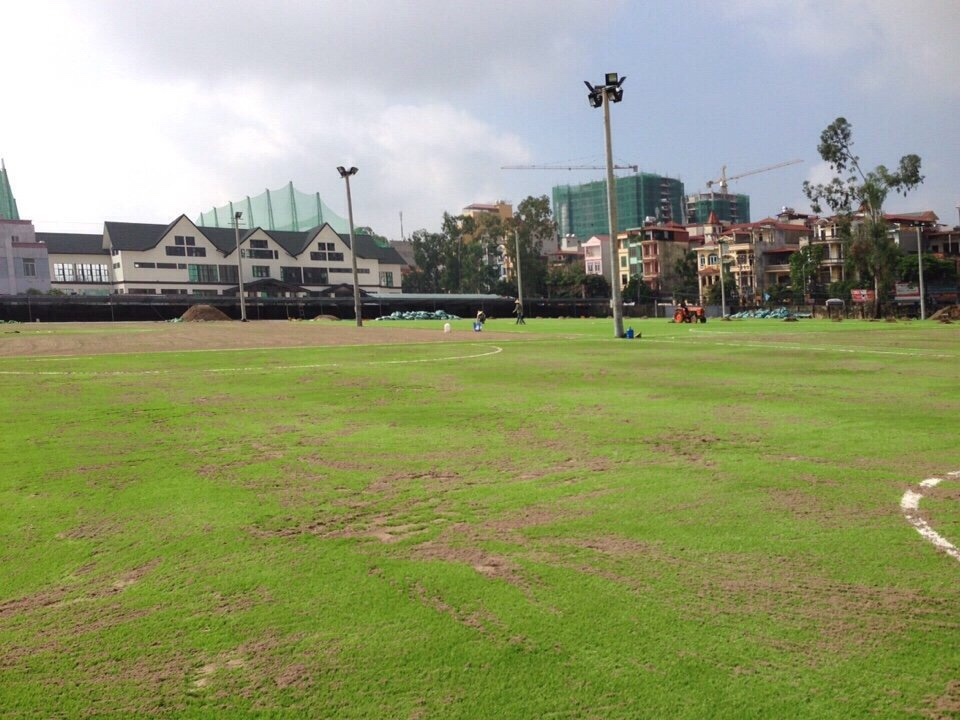 AFD cung cap co nhan tao va thi cong san bong VSA so 5D Le Trong Tan, HN _LBAKX → Công ty AFD grass